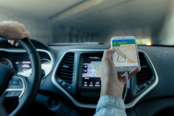 Is It Better To Use A GPS With A Back Up Camera Or a Smartphone During Long Road Trips?